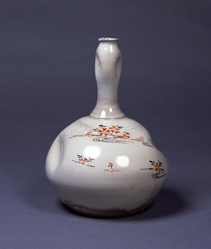 彩绘樱川图酒壶