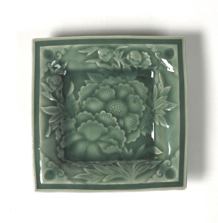青瓷牡丹紋方盤